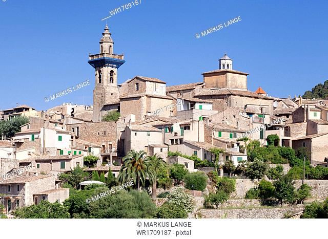Valldemossa (Valldemosa) with parish church Sant Bartomeu, Majorca (Mallorca), Balearic Islands, Spain, Mediterranean, Europe