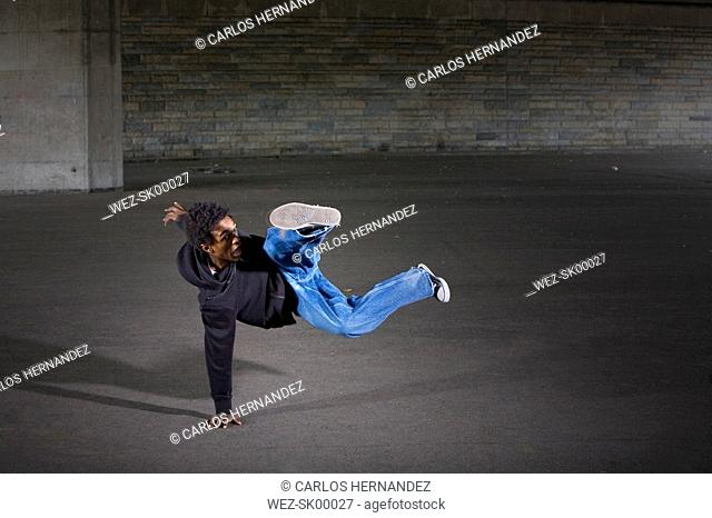 Germany, Cologne, Young man breakdancing