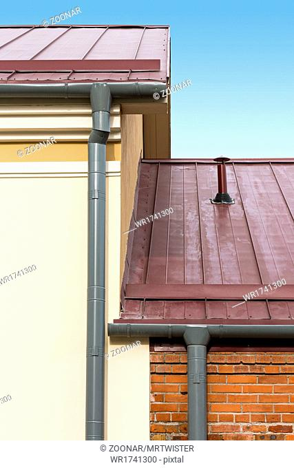 Drainpipe and metal roof