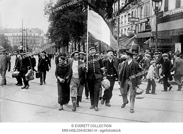World War 1. French reservist soldiers marching in front of the Brasserie Bougeneaux (9 Rue de Strasbourg), Paris, France