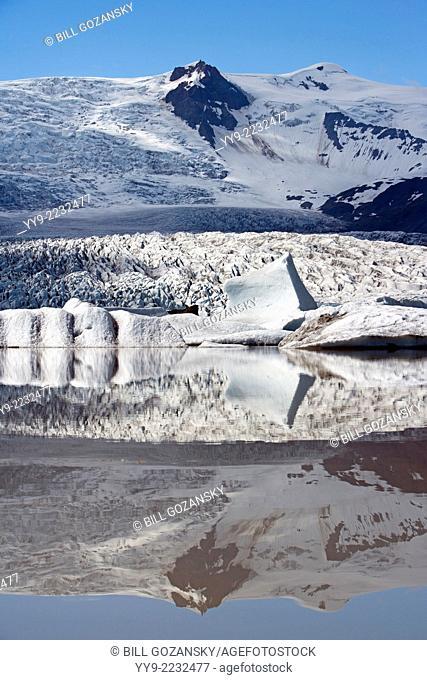 Fjallsarlon Glacier Lake - Fjallsjokull Glacier in Vatnajokull National Park - Southern Iceland