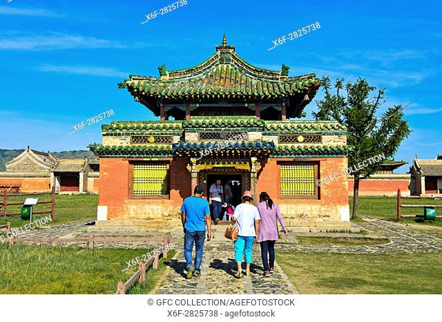 Besucher am Dalai Lama Tempel im Kloster Erdene Zuu nahe der historischen Hauptstadt Karakorum, Kharkhorin, UNESCO-Welterbe-Kulturlandschaft Orchon-Tal