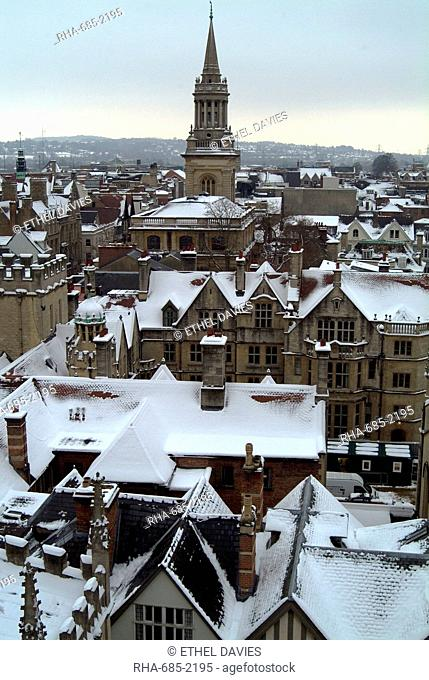 View of Oxford under a coating of snow, from the tower of St. Mary's Church, Oxford, Oxfordshire, England, United Kingdom, Europe