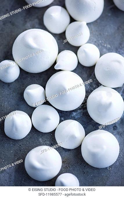 White meringue kisses (top view)
