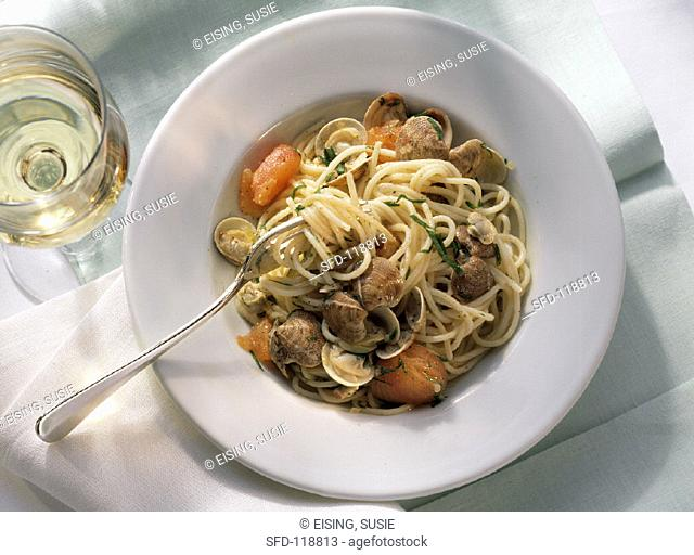 Spaghetti with clams & tomato slices on plate (2)