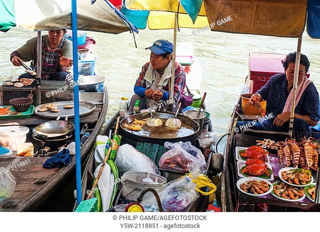 Weekend floating market at Amphawa, outside Bangkok