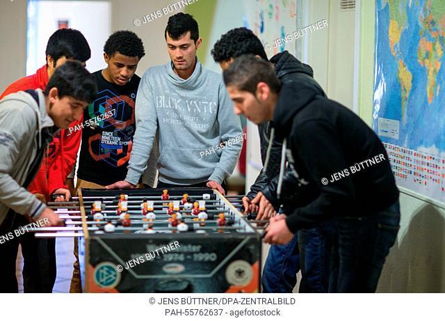 Shear (18, Syra, R), Wali (17, Afghanistan, 2.f.R), Rohulla (16, Afghanistan, 3.f.R.), Abel (16, Eritrea, 3.f.L.), Javid (16, Afghanistan, 2.f.L