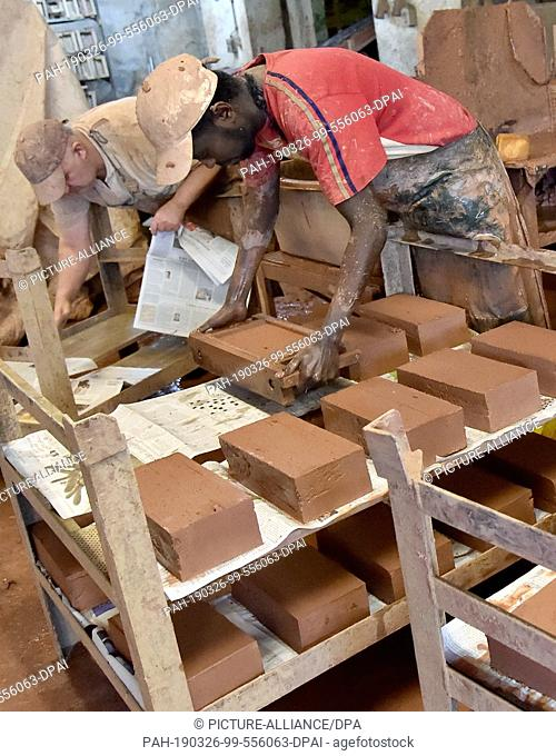 26 March 2019, Brandenburg, Glindow: Bricks are handcrafted in the brick factory. The company with 20 employees produces bricks and ceramics to customer...