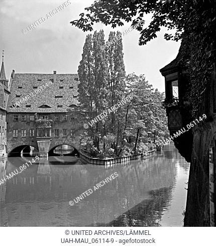 Das Heilig Geist Spital an der Pegnitz in der Altstadt von Nürnberg, Deutschland, 1930er Jahre. The Heilig Geist hospital at the river Pegnitz in the old city...