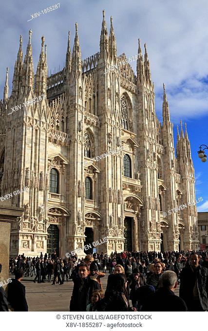 Duomo and Piazza Duomo, Milan, Italy, Europe