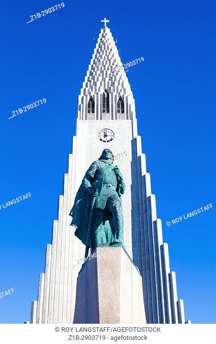 Bronze statue of Leifur Eiriksson by the Hallgrimskirkja church in Reykjavik