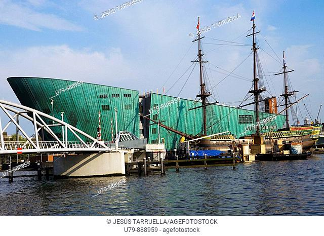 Netherlands, Holland, Amsterdam, Nemo, Technology Center, designed by Italian architect Renzo Piano, Ship, a replica of the sixteenth century was the commercial...