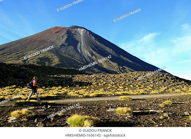 New Zealand, North Island, Tongariro National Park, listed as World Heritage by UNESCO Mount Ngauruhoe (2291m), on the Tongariro Alpine Crossing hiking trail