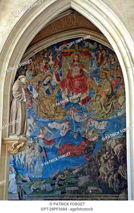 FRESCO OF THE LAST JUDGMENT 1468, THE INTERIOR OF THE 15TH CENTURY HOLY CHAPEL AT THE CHATEAU DE CHATEAUDUN, EURE-ET-LOIR 28, FRANCE