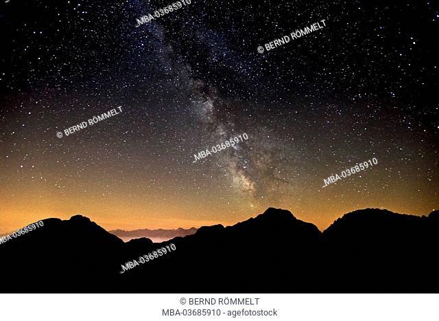 Austria, Tyrol, Wetterstein Range, Wetterstein mountains, starry sky