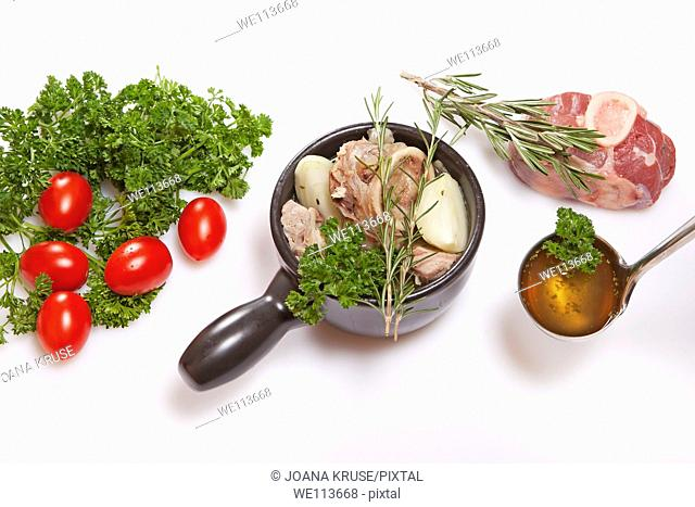 Ingredients for the preparation of a fresh beef broth