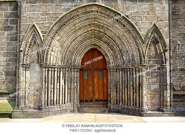 Main doorway to Paisley Abbey, Paisley Renfrewshire, showing stone carvings and arched stonework
