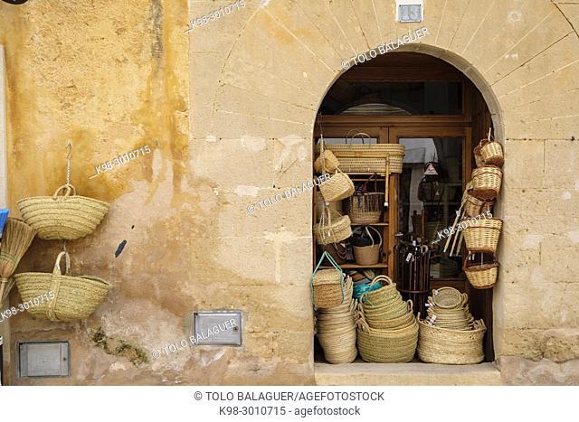 cestos de mimbre y esparto, Can Verdera, Campos, Mallorca, balearic islands, Spain