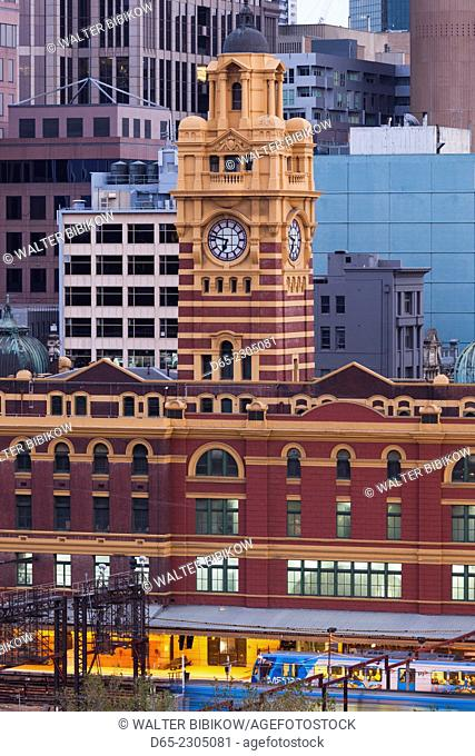 Australia, Victoria, VIC, Melbourne, Flinders Street Train Station, elevated view, dawn