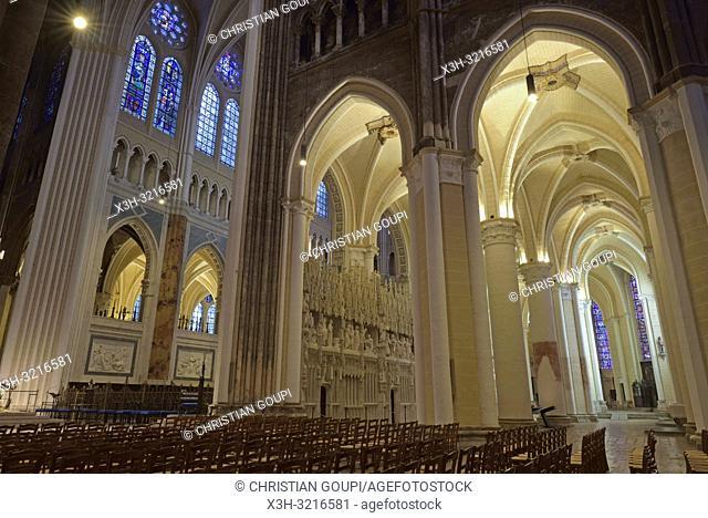 deambulatoire et sculptures ornant la cloture ou tour du choeur de la Cathedrale Notre-Dame de Chartres,Eure et Loir,region Centre,France