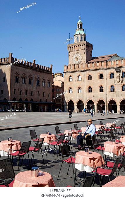 Palazzo D'Accursio Palazzo Comunale Town Hall and cafe tables, Piazza Maggiore, Bologna, Emilia Romagna, Italy, Europe