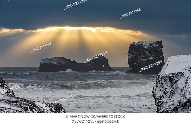 The coast of the north atlantic near Vik y Myrdal during winter. Storm at Dyrholaey. Europe, Northern Europe, Scandinavia, Iceland, February