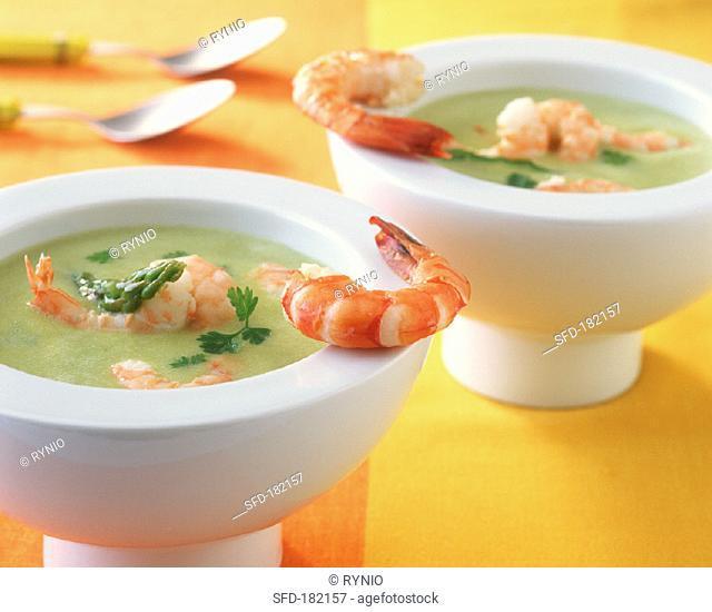 Creamed asparagus soup with shrimps
