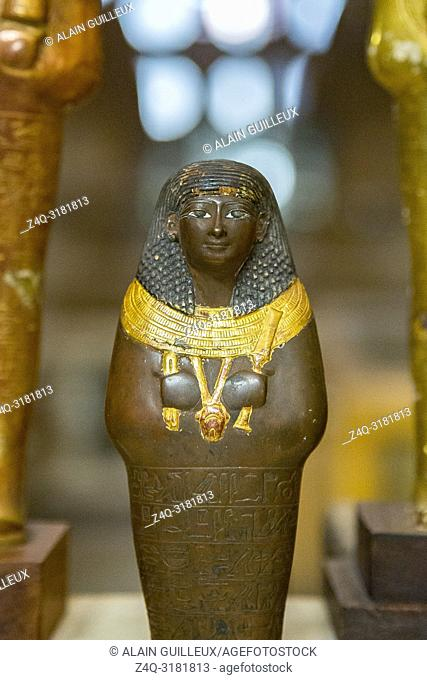 Egypt, Cairo, Egyptian Museum, from the tomb of Yuya and Thuya in Luxor : Ushebti, in copper and wood, holding a broad collar