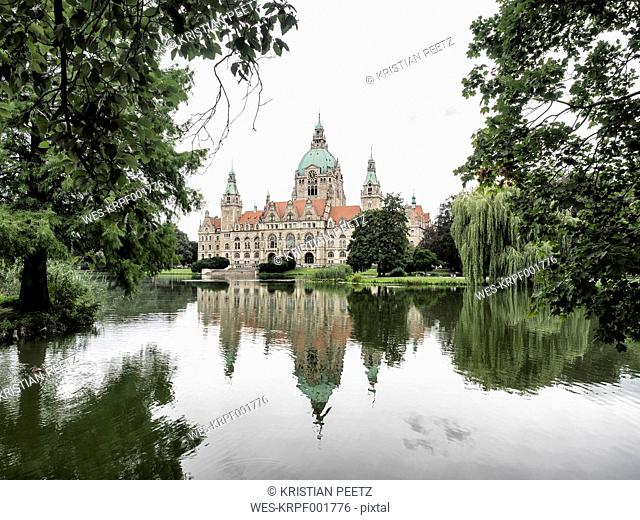 Germany, Hanover, New town hall with Maschteich