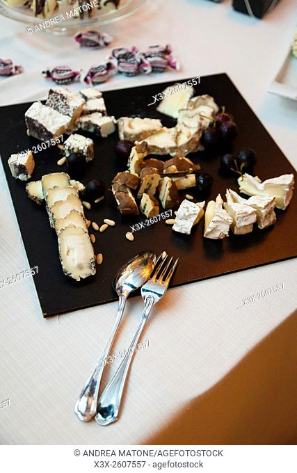 Cheese plate serving