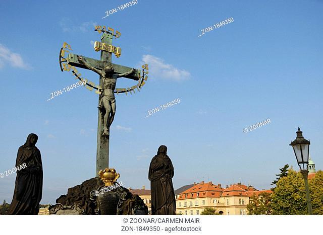 Kruzifix auf der Karlsbruecke in Prag