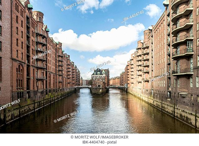 Speicherstadt, largest warehouse district in the world, warehouses along moated castle, Poggenmühle Fleet, Hamburg, Germany