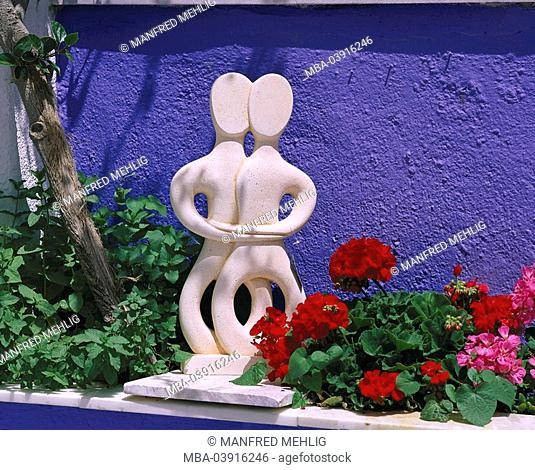 Stone-figure, twins, flowers, sculpture, sculptor-art, siamesisch, figure, artfull, copy, wall, blue, geraniums, bloom, red, pink, still life, outside