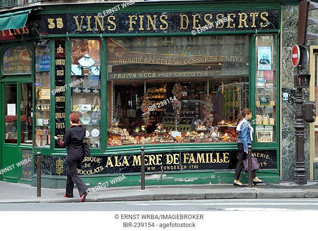 Confiserie a la mere de Famille, delicacy store, display window, Rue du Faubourg Montmartre, Paris, Ile-de-France, France