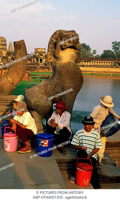 Cambodia: Drinks vendors at the end of the causeway leading to Angkor Wat