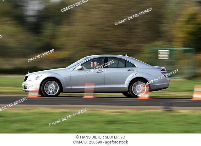 Mercedes S 450, model year 2006-, silver, driving, side view, test track, Pilonen