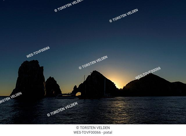 Mexico, Cabo San Lucas, view to El Arco at sunset