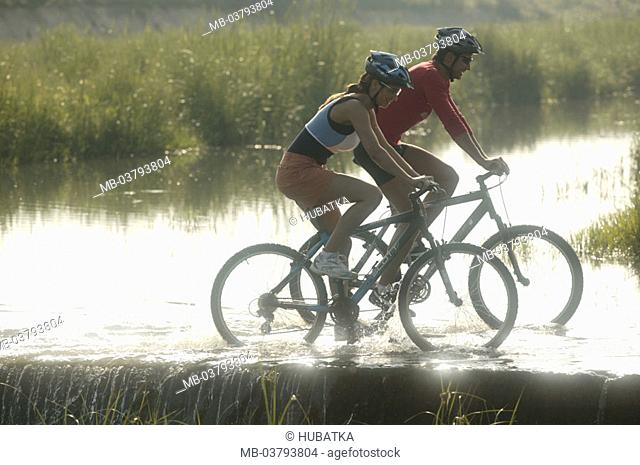 couple, Mountainbikes, river bed, crossed, back light  Series, partnership, 30-40 years, Mountainbiker, Mountainbiking, bicycling, together, cycling, sport