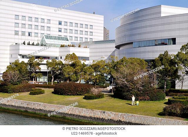 Hiroshima (Japan): the Hiroshima City Bunka Koryu Kaikan Hotel, by the Honkawa River