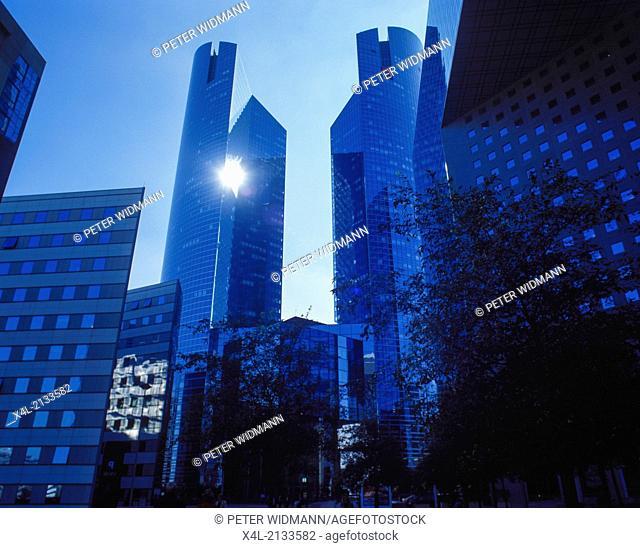 modern office building, France, Ile-de-France, Paris, La Defense