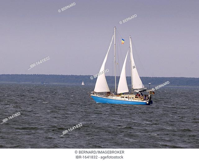 Old sailing ship with tourists on Mueritz lake, Mecklenburg Lake District, Mecklenburg-Western Pomerania, Germany, Europe