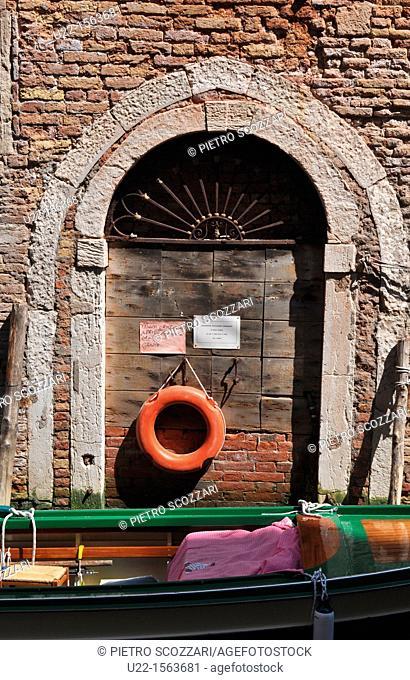 Venezia (Italy): house along a canal