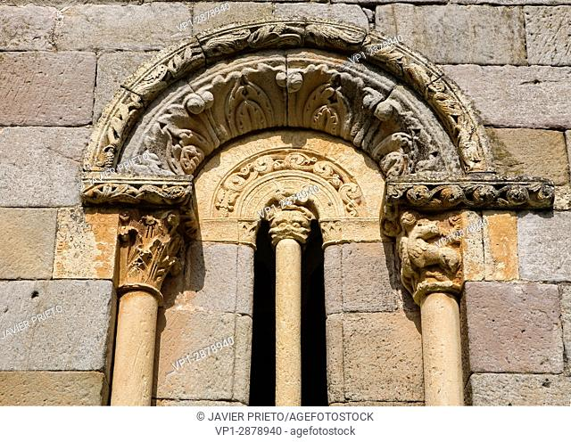 Semi-detached window of the portico of the church of San Julián and Santa Basilisa. Romanesque portico. Rebolledo de la Torre. Las Loras World Geopark