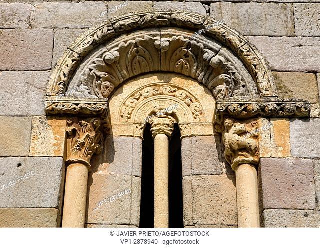 Semi-detached window of the portico of the church of San Julián and Santa Basilisa. Romanesque portico. Rebolledo de la Torre. Las Loras World Geopark
