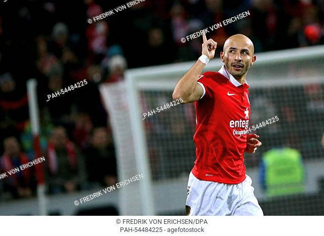 Mainz' Elkin Soto celebrates his 1-0 during the Bundesliga soccer match between 1. FSVMainz 05 and FC Bayern Munich at Coface arena in Mainz, Germany