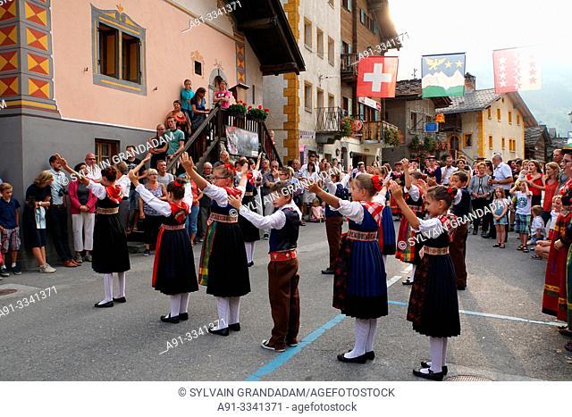 Switzerland, Valais (Wallis), Val d'Herens, Village of Evolene, folkloric summer festival/Suisse, Valais (Wallis), Val d'Herens, village traditionnel d'Evolene