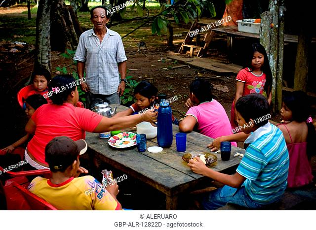 Meal, Family, Terra Preta Community, Cuieiras River, Amazônia, Manaus, Amazonas, Brazil