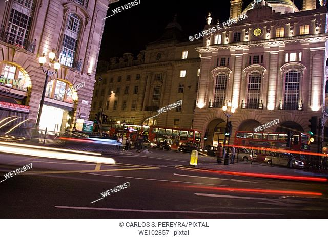 Taxicab in the night in Picadilly Circus, London, Great Britain, UK