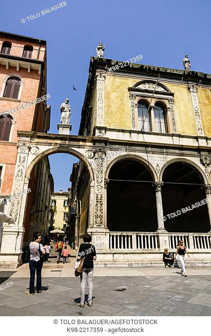Loggia del Consiglio, - lògia per Frey Giocondo-, Piazza dei Signori, tambien conocida como Piazza Dante, Verona, World Heritage, Veneto, Italy