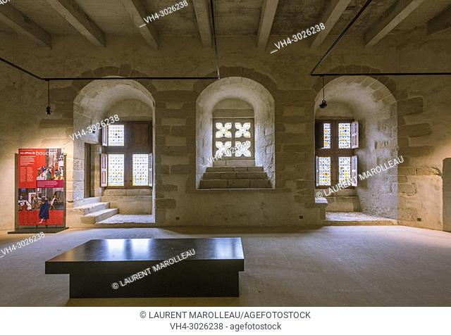 The great Hall inside of the Suscinio Castle, Sarzeau, Rhuys Peninsula, Arrondissement of Vannes, Morbihan Department, Brittany Region, France, Europe